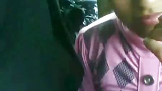 Младо момиче е изнасилена от войниците на открито 2/2